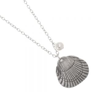 Danon jewellery: 88 cm Long Danon Necklace With a wonderful fresh water pearl and Scallop sea shell inspired heart pendant