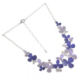 Floral Fairytale Fashion: Dark Blue and Light Grey Necklace with Hammered Shiny Silver Details