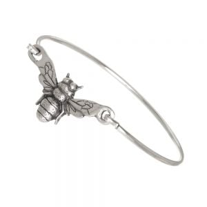 Bee clip bangle – A silver-plated brass clip bangle with a pewter bee as a centrepiece. Simply beautiful!