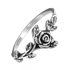 Ornate Vintage Style Ring with Leaf and Rose Design