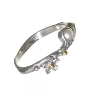 Pretty Sterling Silver Jewellery: Daisy and Pearl Ring with Brass Pips