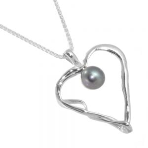 Banyan Sterling Silver Jewellery: Unusual Twisted Heart Pendant with Black Freshwater Pearl (n279)