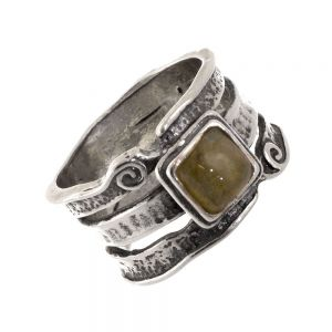 Aviv Sterling Silver: Chunky Ring with Square Labradorite Stone