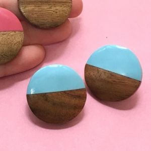 Blue resin and natural wood disc stud earrings 2.5cm (SB64)Bl